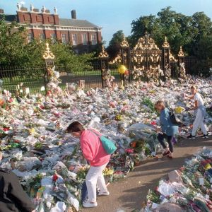 The sea of ​​flowers outside Kensington Palace was the home of Princess Diana before she died.  He died in a car accident on August 31, 1997 in Paris.