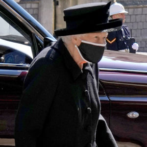 Queen Elizabeth II in black mourning and black mouthpiece on the way to St. George's Chapel in Windsor.