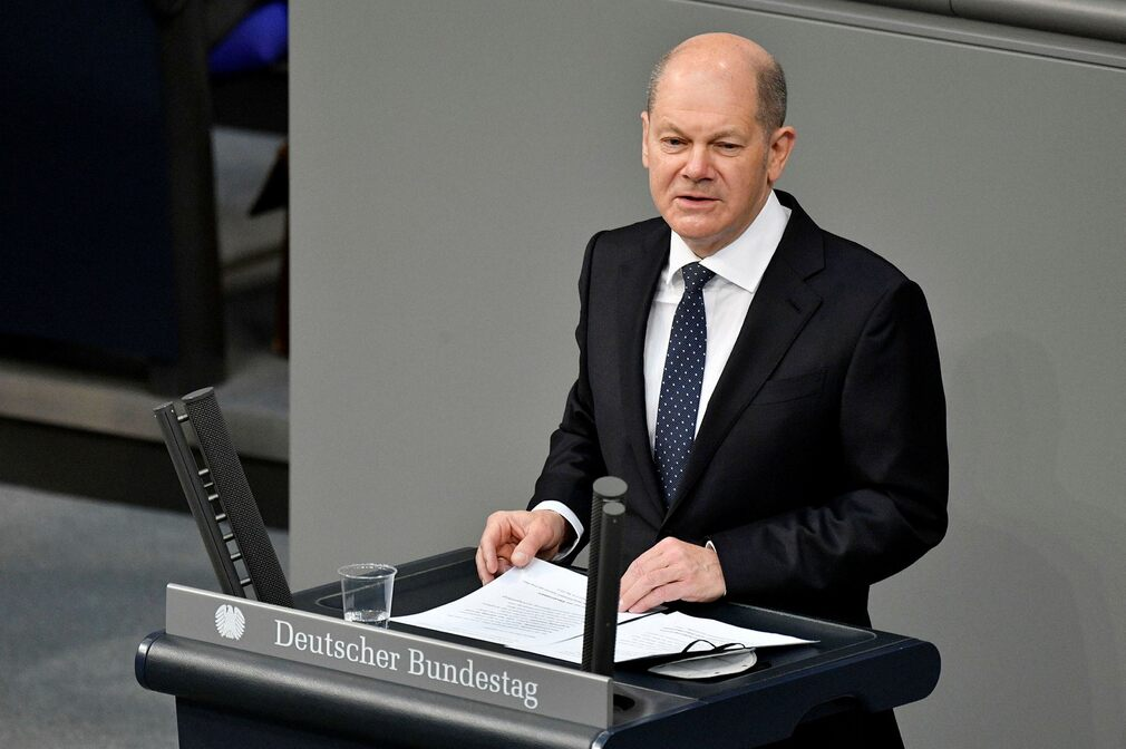 The Social Democratic Party has traditionally chosen a candidate for the position of chancellor.  But Olaf Schultz's party lags far behind the Greens and the Christian Democratic Union / Christian Social Union.