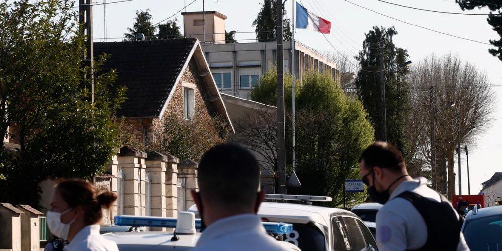 Macron visits victim's family  GP