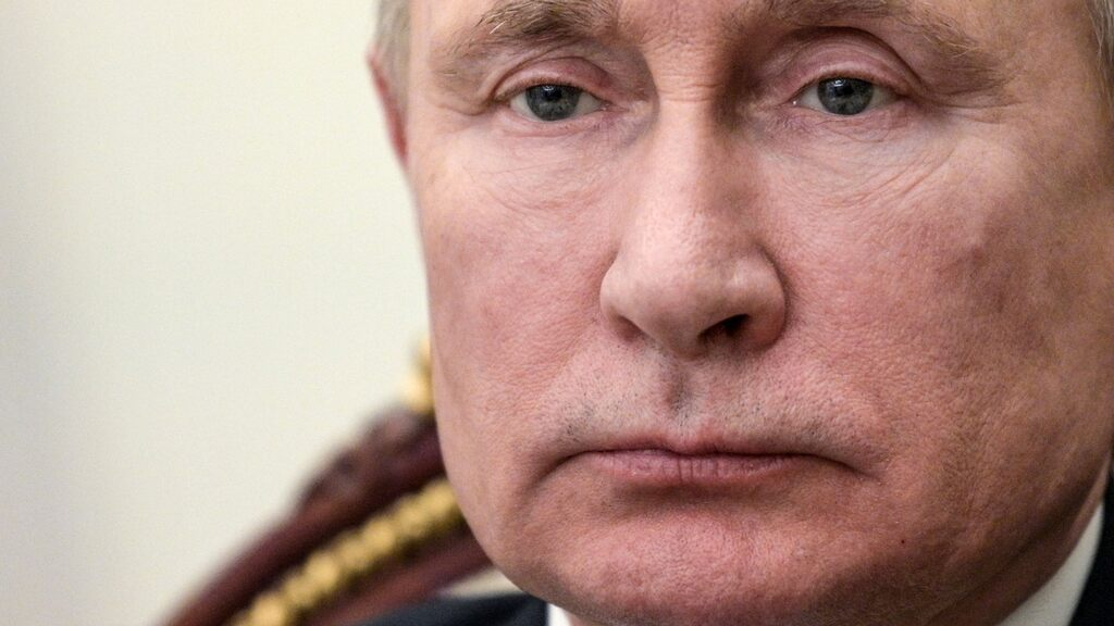 Putin wants to review all history textbooks
