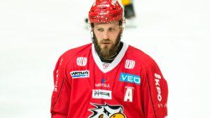 Jonne Virtanen on Ice.