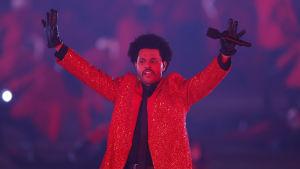 The Weeknd under Super Bowl 7.2.2021.