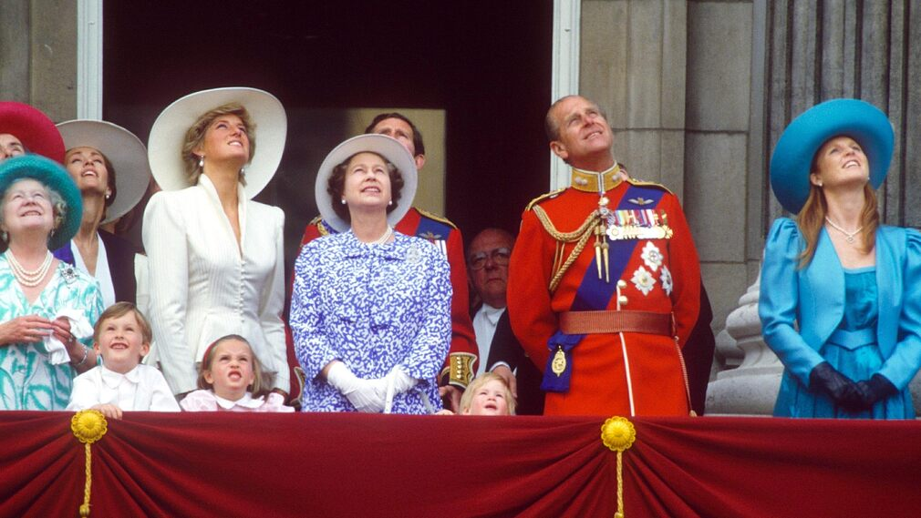 1987 in London with Queen Mother Elizabeth, Princess Diana, Queen Elizabeth, Prince Philip and the Duchess of Sarah Ferguson of York.