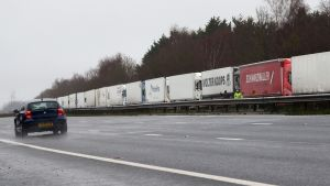 Shipping from the UK is prohibited and trucks are parked in the waiting area.  21.12.2020