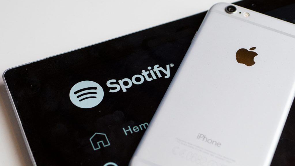 The European Union proposes heavy fines for Apple's antitrust store
