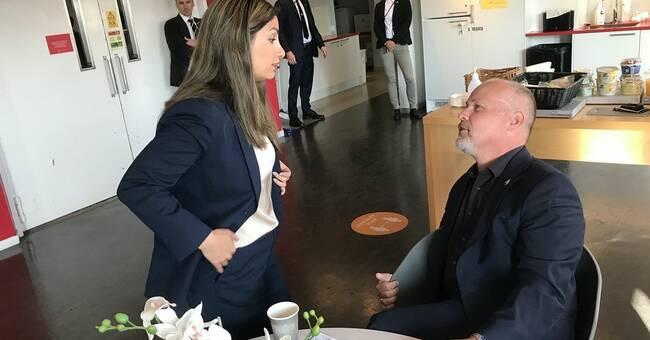 Photo showing tension between Noshi Dadgostar and Morgan Johansson: 'I'm not happy'
