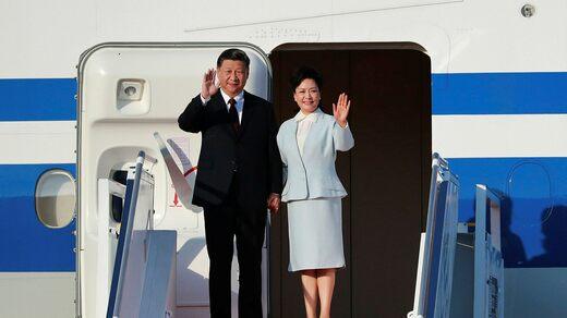 Xi Jinping and his wife Peng Liyuan in Macau 2019.