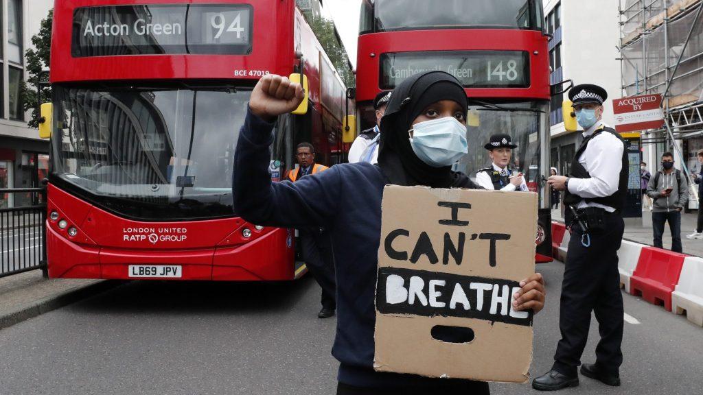Arkivbild – en Black lives matter-demonstrant i London i augusti 2020.