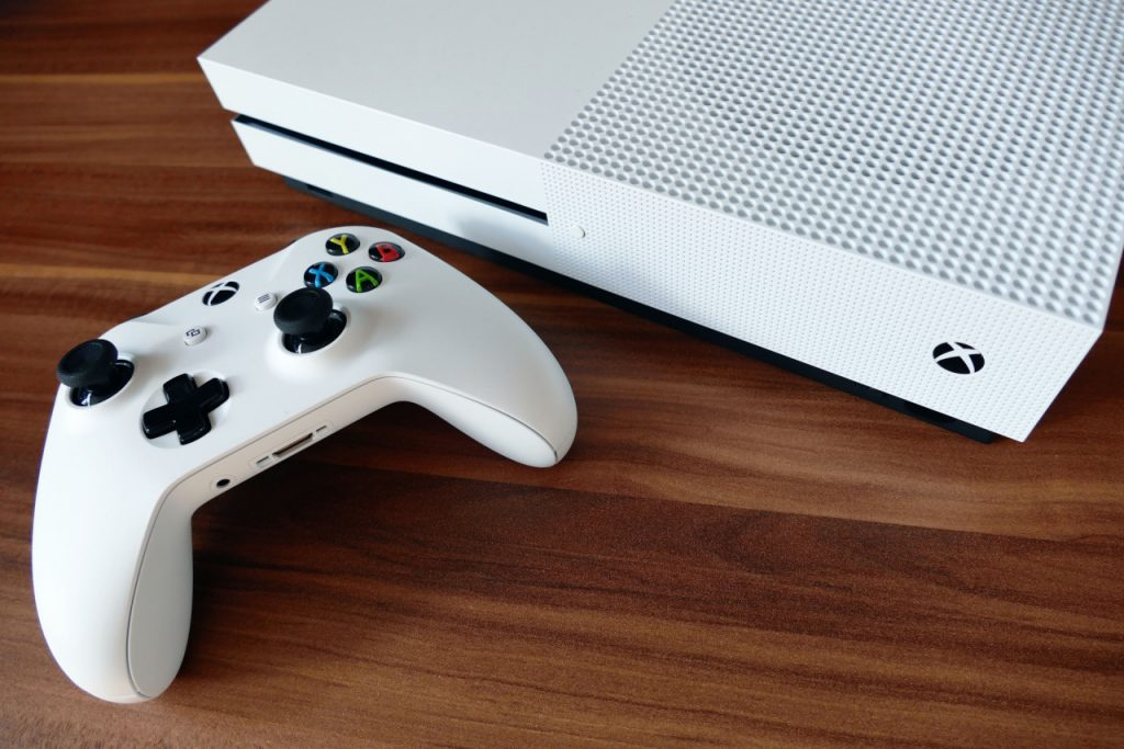 Microsoft keeps Xbox One alive by streaming games