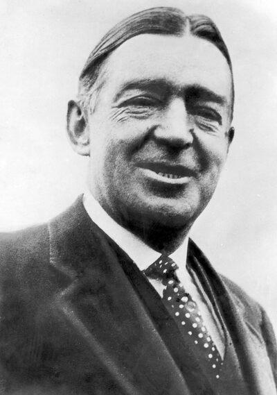 Sir Ernest Shackleton (1874-1922).
