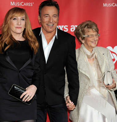 Bruce Springsteen with his mother, Adele Springsteen, 2013. Photo: Chris Pizzello / TT