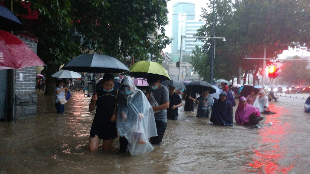 Major floods in China - thousands evacuated