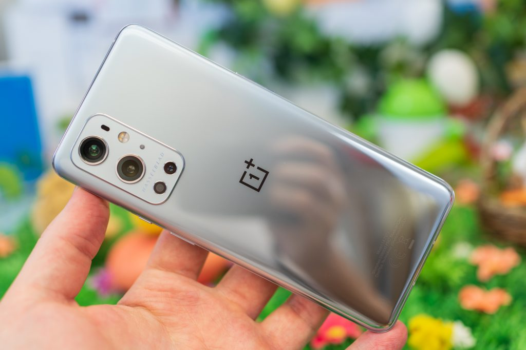 OnePlus 9 Pro throttles performance in many applications