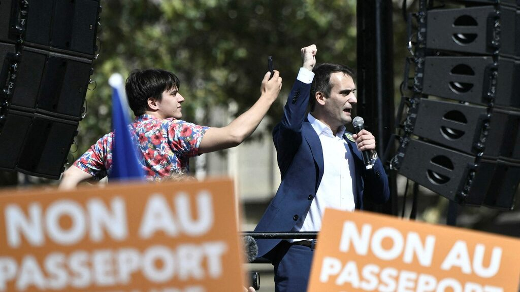 Right-wing populists try to silence France's vaccine protests