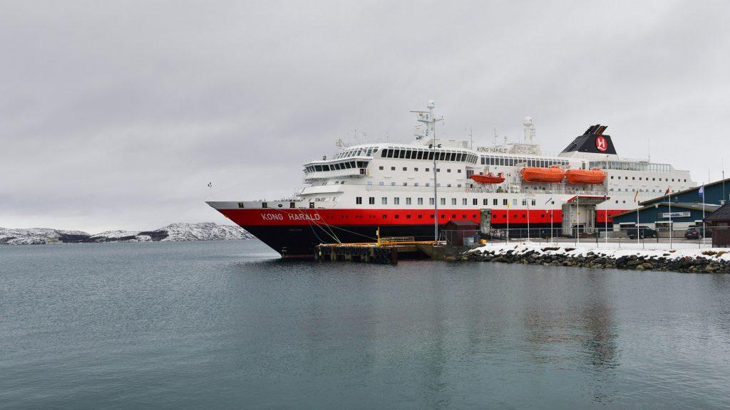 Huge rescue operation for Hurtigrut ships