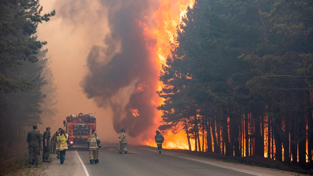 Major fires in Siberia force residents to stay indoors