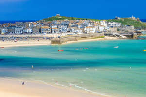 Go to Cornwall Beach by bike.  The new route to cycle is four days.  Photo: GettyMages.