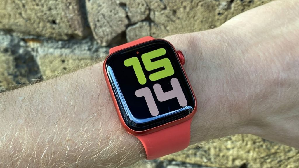 Apple Watch 7 may have larger screens to accommodate more complex gadgets