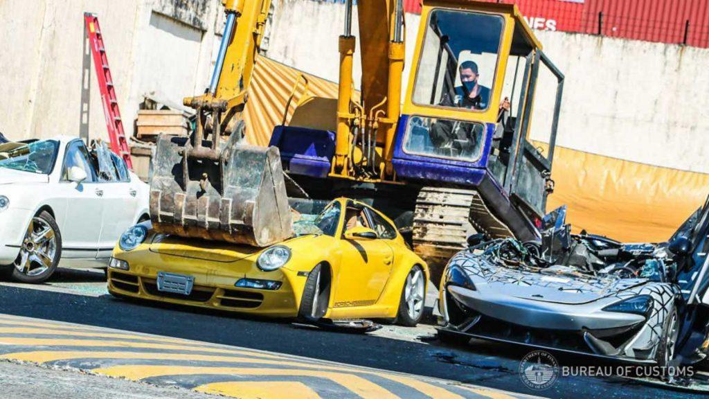 Aj – här krossas superbilar för miljoner