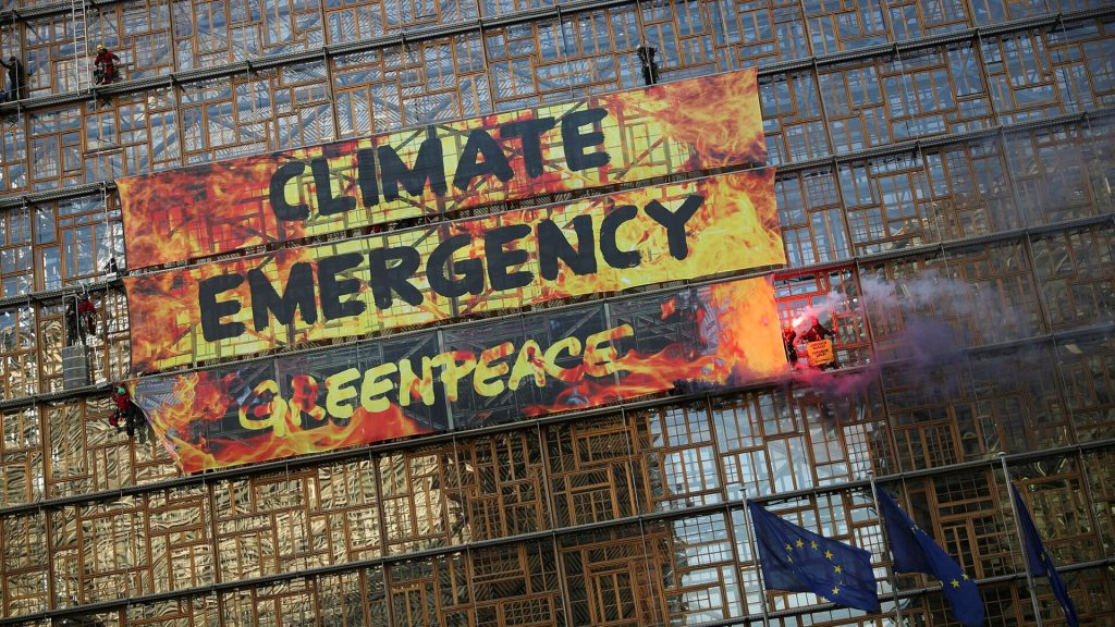 Greenpeace in the campaign to ban fossil advertising in the European Union